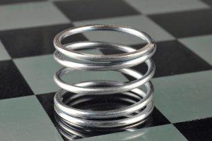 Mollificio PFM - molla su sfondo scacchi